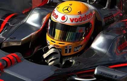 Hamilton, el más rápido en los test de Silverstone
