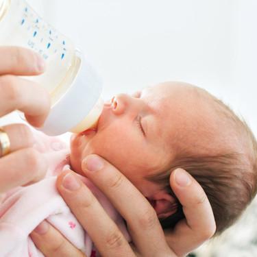 Cómo preparar el biberón con leche de fórmula de manera segura