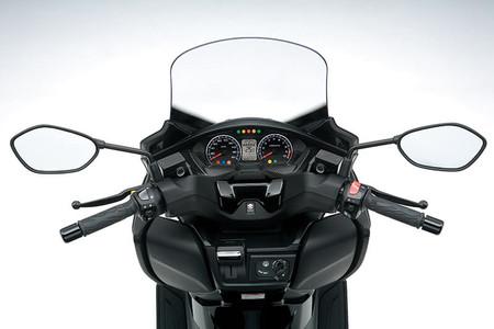 Suzuki Burgman 400 2018 23