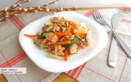 Fajitas de salmón con verduras y un toque de eneldo. Receta de primavera