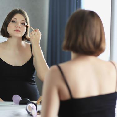 Maquillada en el parto: ¿puede ser perjudicial?