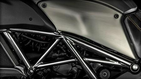 Ducati Diavel Titanium 3