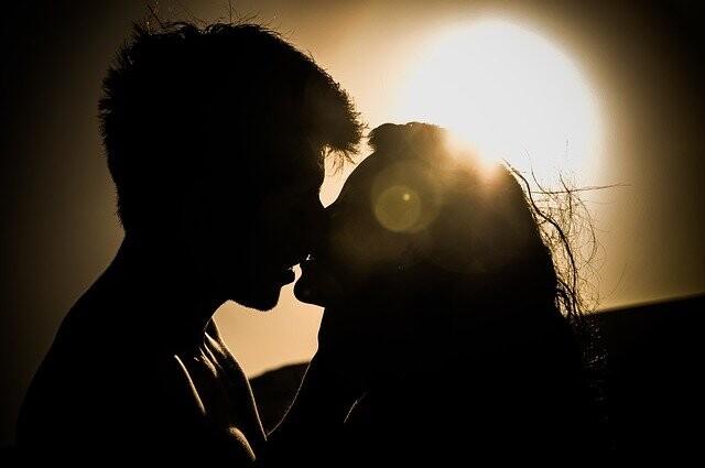 Según te imagines a alguien del sexo contrario como pareja a largo plazo o no percibirás su belleza de forma diferente