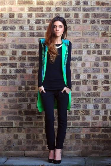 Me gusta la colección de Versace for H&M vista en las bloggers...
