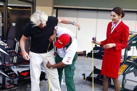 Sir Richard Branson se vestirá de azafata de Air Asia