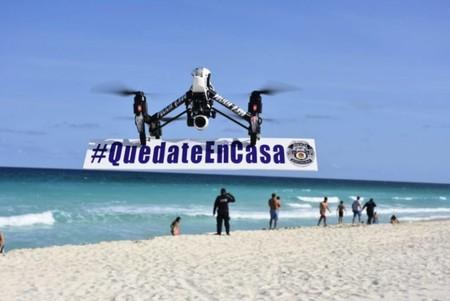 Por COVID-19 Quintana Roo tiene un nuevo uso para su nueva flotilla de drones, cargar rótulos de '#Quédateencasa'