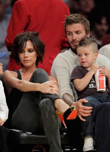 El look de Victoria Beckham en el baloncesto