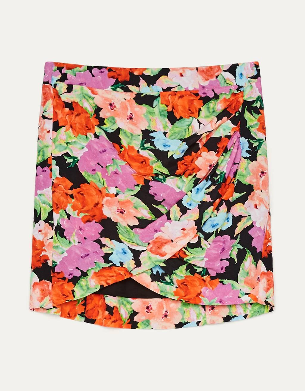 Falda flores y lazada.