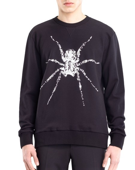 No apta para aracnofóbicos: la colección Pre-Otoño de Lanvin hace que las arañas invadan tu armario