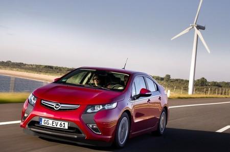 Opel Ampera rojo