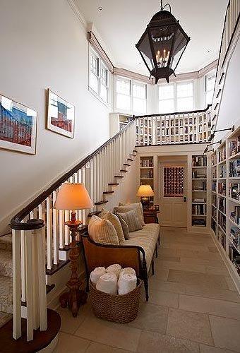 Casa de lujo en malib for Casas con escaleras por dentro