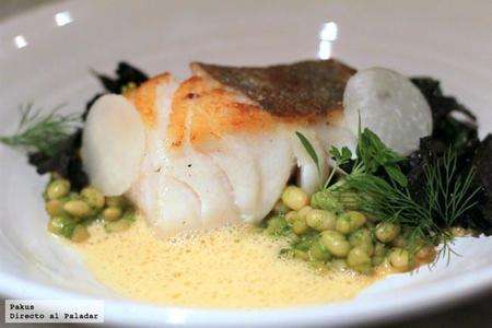Bacalao Con Alubias Setas Y Curry Verde Con Salsa De Langostinos
