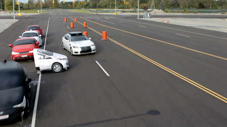 La tecnología autónoma de Toyota quiere que tú sigas a cargo de la conducción