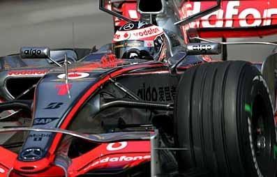 Alonso es el más rápido y Hamilton se estrella