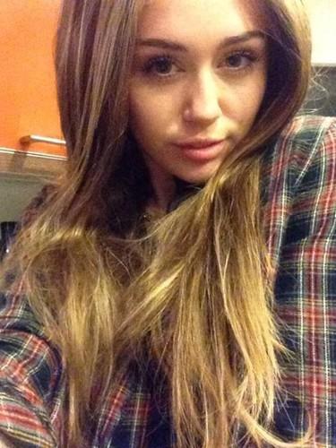 Miley Cyrus vuelve al pelo largo... aunque sólo sea por Halloween