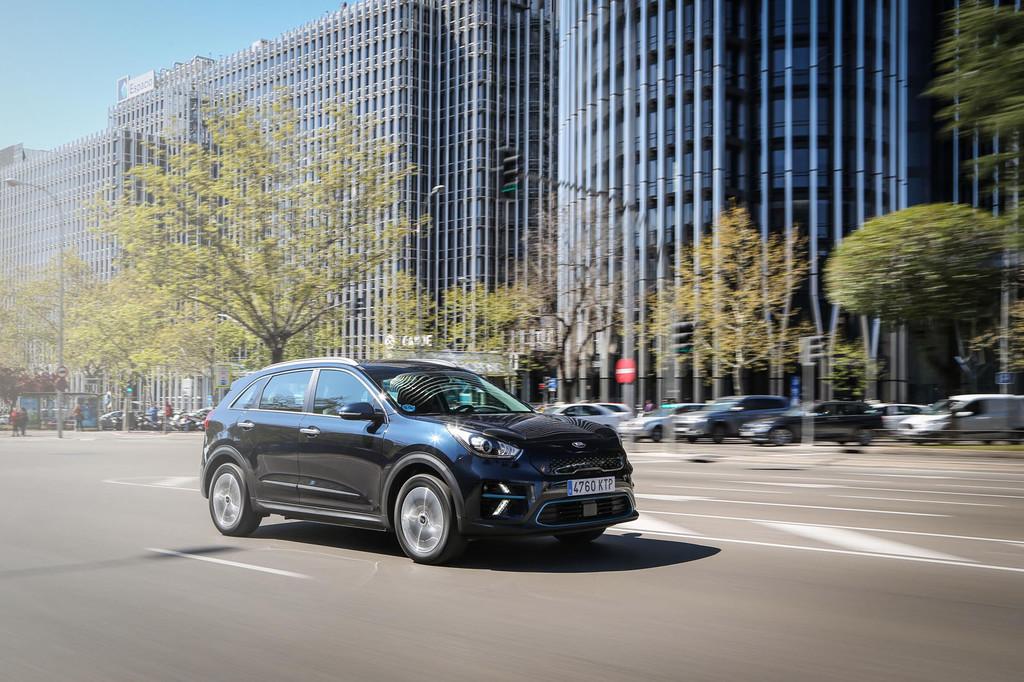 Kia e-Niro y Hyundai Kona EV son dos tapados del coche eléctrico que buscan competir con Tesla en calidad calidad/precio