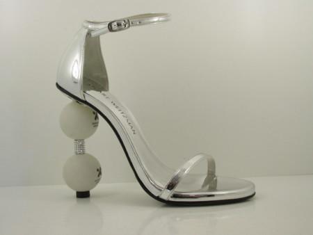 Sandalias con pelotas, el diseño más original de Stuart Weitzman