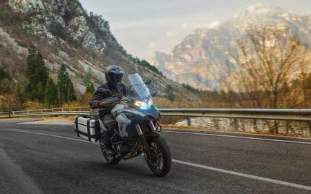La Benelli TRK 800 llegará a España como una trail media que podría quedarse bajo la barrera de los 9.000 euros