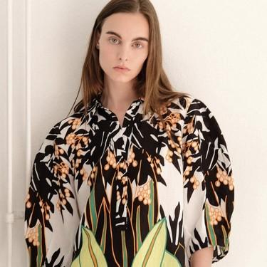 Clonados y pillados: Sfera se inspira en Valentino para lanzar este vestido tan tropical (y llamativo)