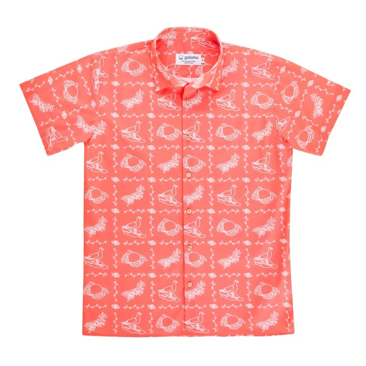 Camisa de manga corta diseñada y confeccionada en España en algodón orgánico. Silueta recta con un corte relajado que cae en la cadera.