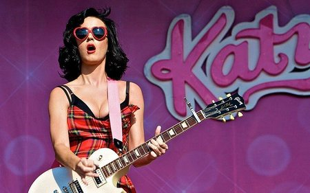 Lilly Allen se casa y a Katy Perry se le olvida que ya lo hizo... cómo está el mundo