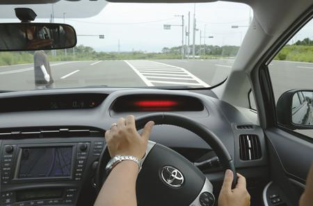 El conductor que frenaba como Pedro Picapiedra… hasta que se quedó sin frenos
