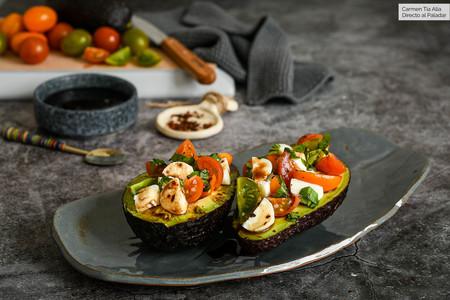 Aguacates caprese: receta vegetariana y pintona para un aperitivo (o entrante) saludable