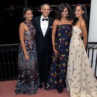 La familia Obama se envuelve en lujo en su última felicitación navideña como presidentes de Estados Unidos