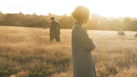 'La excavación': la película de Netflix es un notable drama histórico al que le pesa la subtrama romántica de Lily James