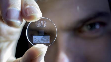 El récord de almacenamiento de un disco duro es: 13.800 millones de años