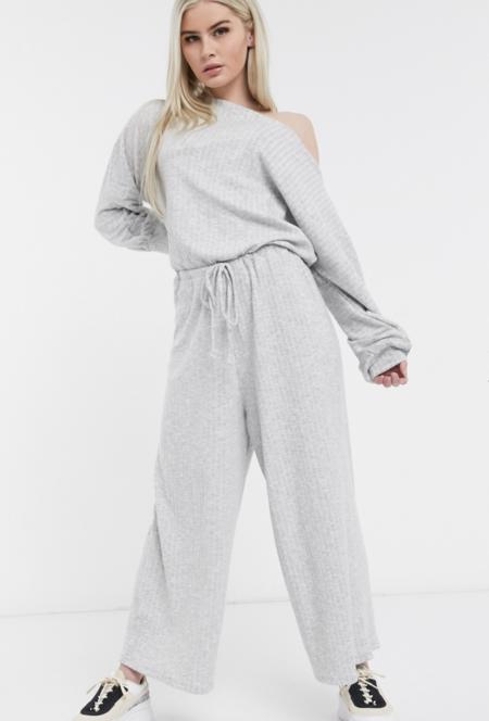 Mono AsosMono largo estilo camiseta con lazo a la cintura de ASOS DESIGN. 35,99 euros, 17,99 euros.