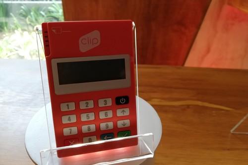 Clip Plus; lector para recibir pagos con el móvil desarrollado en México ahora tiene bluetooth y teclado para introducir pin