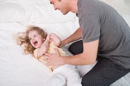 Las risas antes de ir a dormir ayudan a los niños a conciliar el sueño