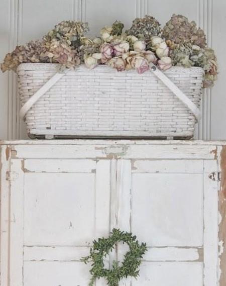 Cestos, cestas y flores secas, un valor decorativo seguro este verano
