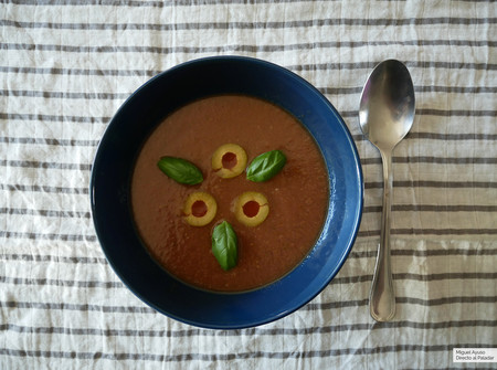 Gazpacho de aceitunas y albahaca: nuestra versión de la receta que Pepe Rodríguez presentará esta noche en la final de Masterchef