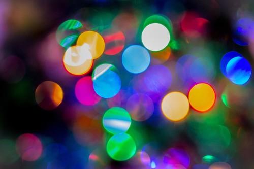 Formas para aprovechar las luces de navidad una vez las bajes del árbol