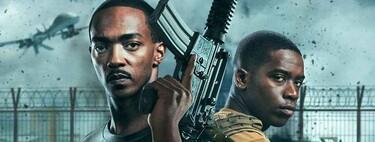 'A descubierto': Netflix arranca su año de estrenos con una olvidable ficción bélica futurista comandada por un Anthony Mackie sintético
