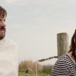 'Book of Love', tráiler de la comedia indie con Jason Sudeikis y Maisie Williams