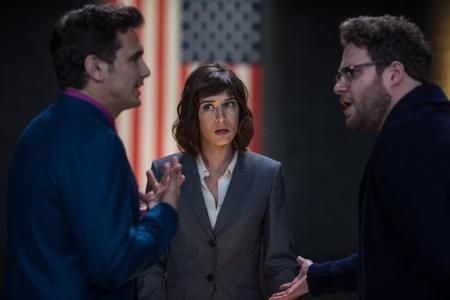 James Franco, Lizzy Caplan y Seth Rogen en The Interview