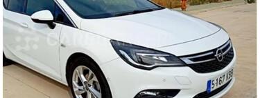 Si quieres un Opel Astra muy completo de equipamiento, este puede ser tu coche