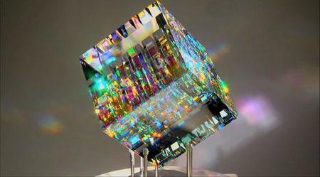 Las extrañas esculturas de vidrio dicroico de Jack Storms