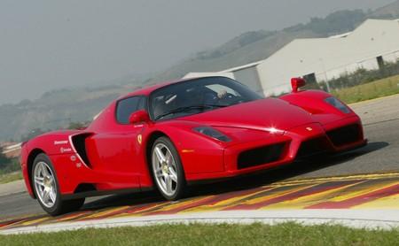 Motor Enzo Ferrari 1