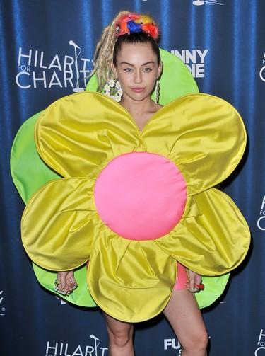 Miley Cyrus se convierte en flor gracias a la diseñadora Ágatha Ruiz de la Prada