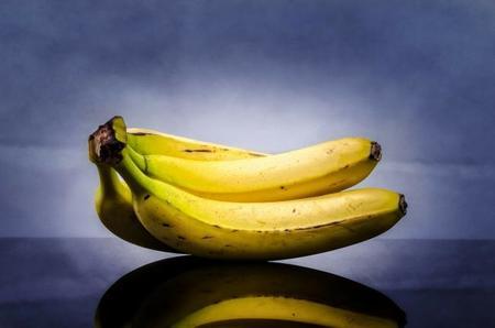 ¿Sabes cortar un plátano en rodajas dejando la piel intacta?