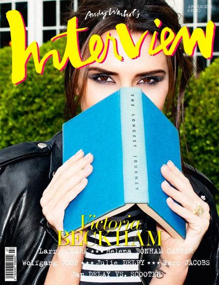 Que no se diga que Victoria Beckham no sabe lo que es un libro