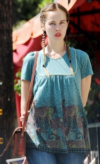 A Isabel Lucas le falta Totó para ser Dorothy