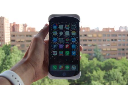 Probamos Palmo, la funda de silicona para sujetar el iPhone 7 Plus con un extra de seguridad
