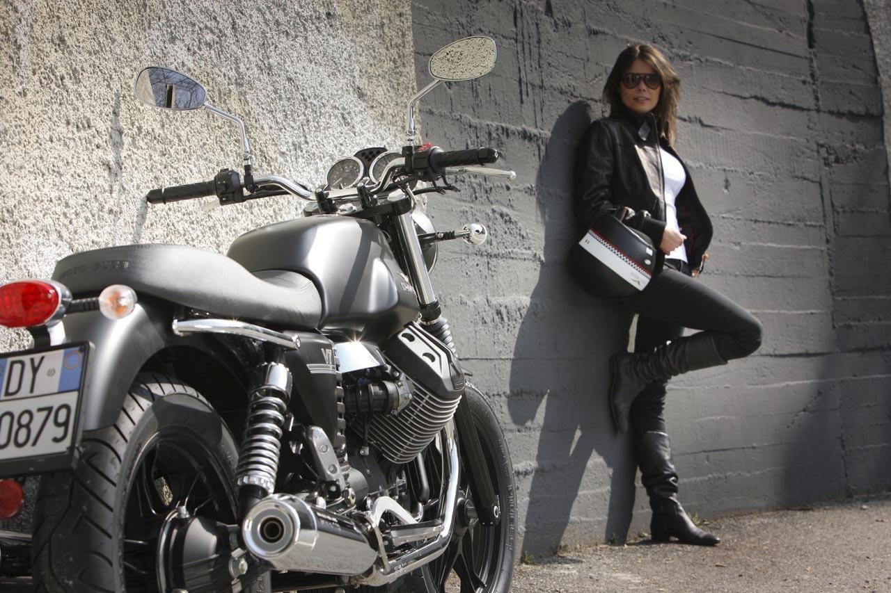 Foto de Moto Guzzi V7 Stone (46/57)