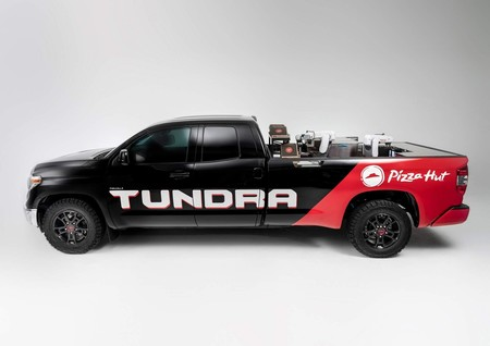 El motor de un Toyota Mirai calienta las pizzas del SEMA Show encima de una pick-up Tundra