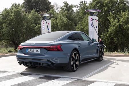Audi e-tron GT carga en Ionity